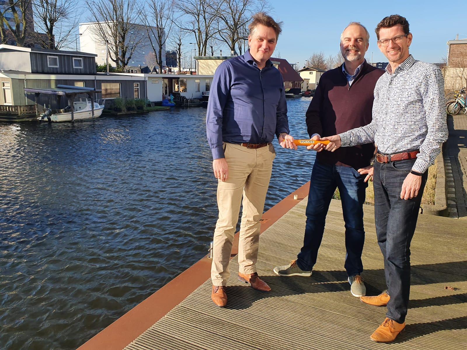 phbm directeuren Marcel Krikke en Roj van Baaren geven het stokje door